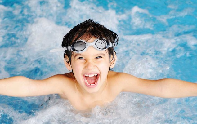 swimming-child-splash